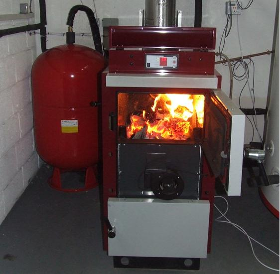 A gasifying log boiler